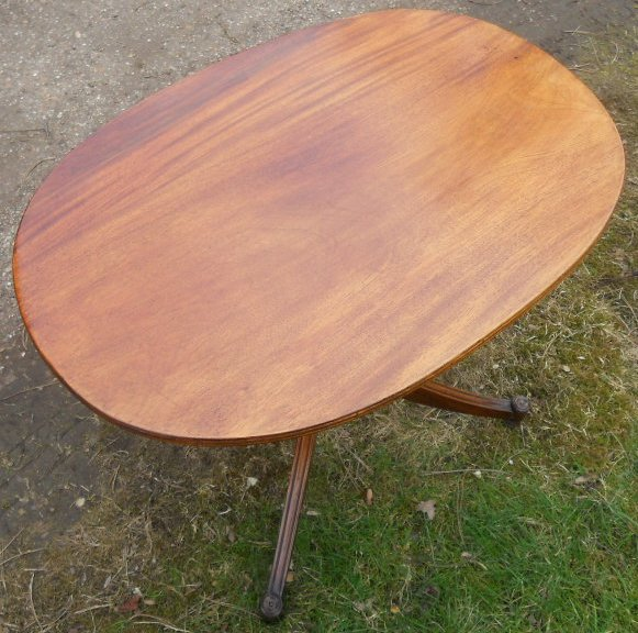 Oval Pedestal Coffee Table: Quality Oval Mahogany Pedestal Coffee Table